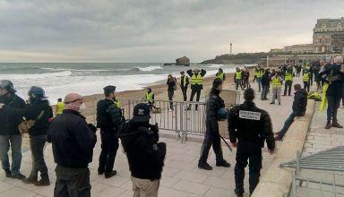 mardi-18-decembre-a-biarritz-l-etudiante-qui-a-ete-blessee-se-trouvait-avec-d-autres-manifestants-aux-abords-de-la-grande-plage